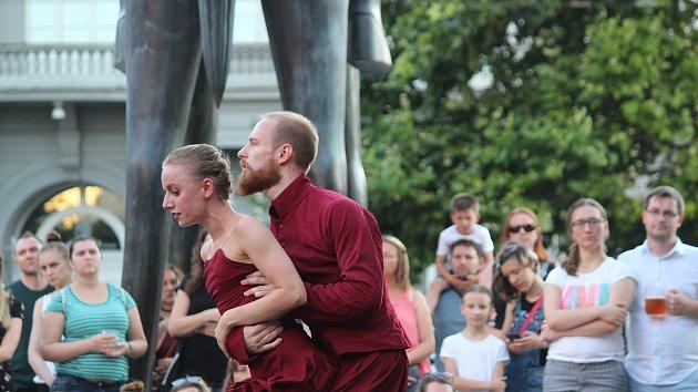 Tanečníci Národního divadla Brno představili baletní choreografii přímo v centru města.