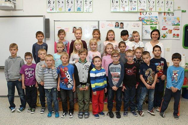 Focení prvňáčků ze ZŠ vRosicích vulici Pod zahrádkami 120.Na fotografii třída 1.C střídní učitelkou Janou Grossovou.