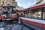 Tramvaj se srazila v pondělí odpoledne s trolejbusem v brněnské Křenové ulici. Na místě je přes dvacet zraněných.
