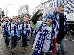 Odjezd fanoušků a hokejistů Komety Brno Kometa expresem od DRFG Areny do Prahy k zápasu se Spartou.