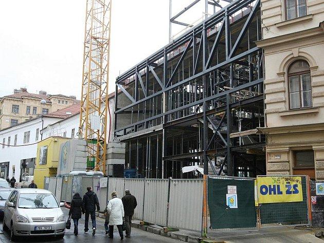 Stavba divadla v Orlí ulici v Brně má zpoždění. Původně měla budova stát do konce tohoto roku.