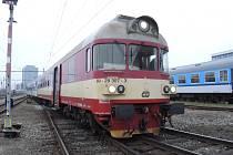 V 4.55 hodin v Brně na hlavním nádraží vykolejil na výhybce všemi nápravami motorový vůz osobního vlaku jedoucího z Rakšic do Brna.