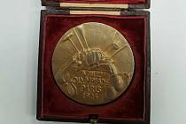 Historicky první zlatá československá olympijská medaile.