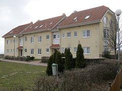 Bytové domy ve Švehlově ulici ve Šlapanicích. Město se chce soudit s obyvateli čtyř domů.