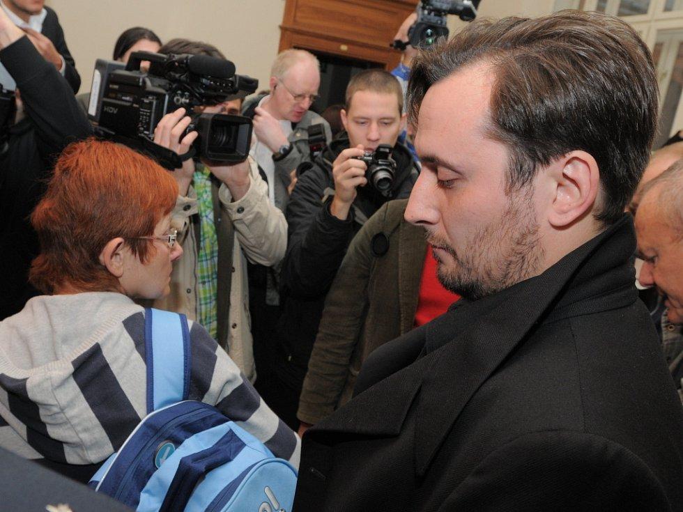 Soud v kauze Kuřim - padl rozsudek. Jediný z obviněných, který si jej přišel vyslechnout, byl Jan Turek.