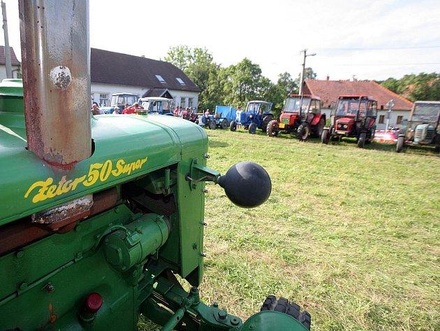Setkání příznivců traktorů Zetor.