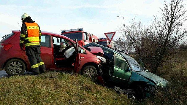 Čtyři zraněné včetně jednoho kojence si vyžádala nehoda dvou osobních aut. Ta se střetla vsobotu dopoledne vRajhradě na Brněnsku.