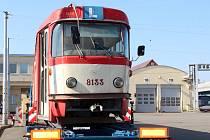 Brněnský dopravní podnik opraví pro Prahu tramvaj typu K2. V ústředních dílnách ji rozeberou na jednotlivé součástky.