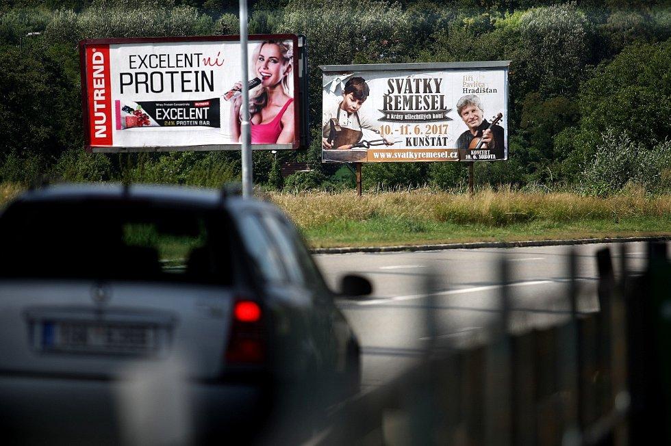 Reklamy v Brně. Ilustrační foto.