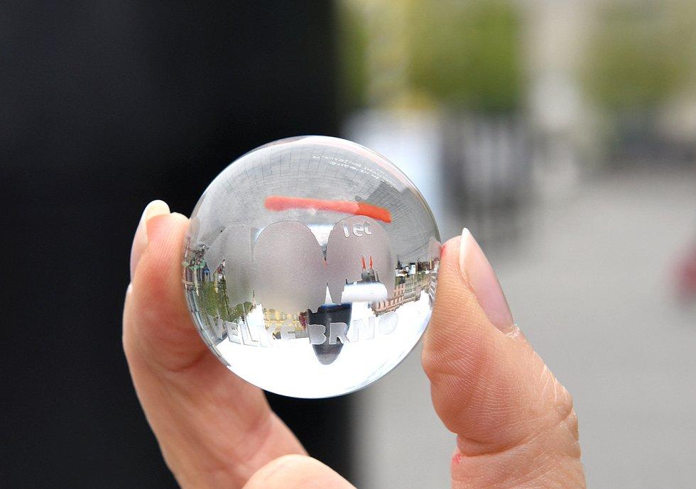Limitovaná edice kuliček z brněnského orloje ke 100. výročí vzniku Velkého Brna.