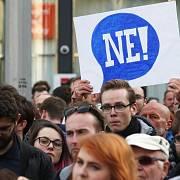 Proč? Proto! Proti Zemanovi a Babišovi protestovali lidé i v Brně.