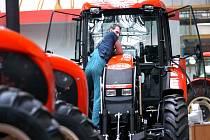 Červené traktory ze Zetoru jsou známé prakticky po celém světě.
