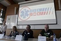 Zaměstnanci jihomoravské záchranky svolali na úterý konferenci. Informovali mimo jiné o tom, že stanovisko proti odborářům podepsalo od pátečního odpoledne dvě stě šestnáct lidí.