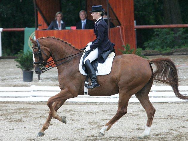 Nina Tafner s koněm Domani na Velké ceně Brna 2009.