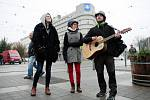 Shromáždění příznivců Dělnické strany sociální spravedlnosti dne 17. listopadu v Brně. Po úvodních projevech vůdčích členů na Moravském náměstí se vydaly desítky příznivců strany v průvodu s transparenty směrem k Malinovskému náměstí.