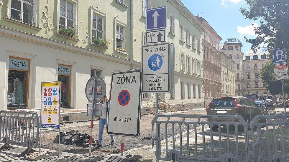 Cykloobousměrka v opravované Opletalově ulici v centru Brna, kterou zástupci města zruší.