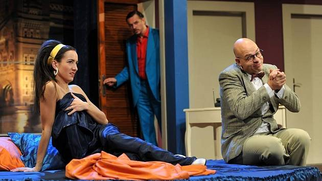 Komedii Dvojitá rezervace Raye Cooneyho a Johna Chapmana nabídne Městské divadlo Brno.