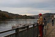 Lidé se v letošním roce naposledy svezli lodí po brněnské přehradě.