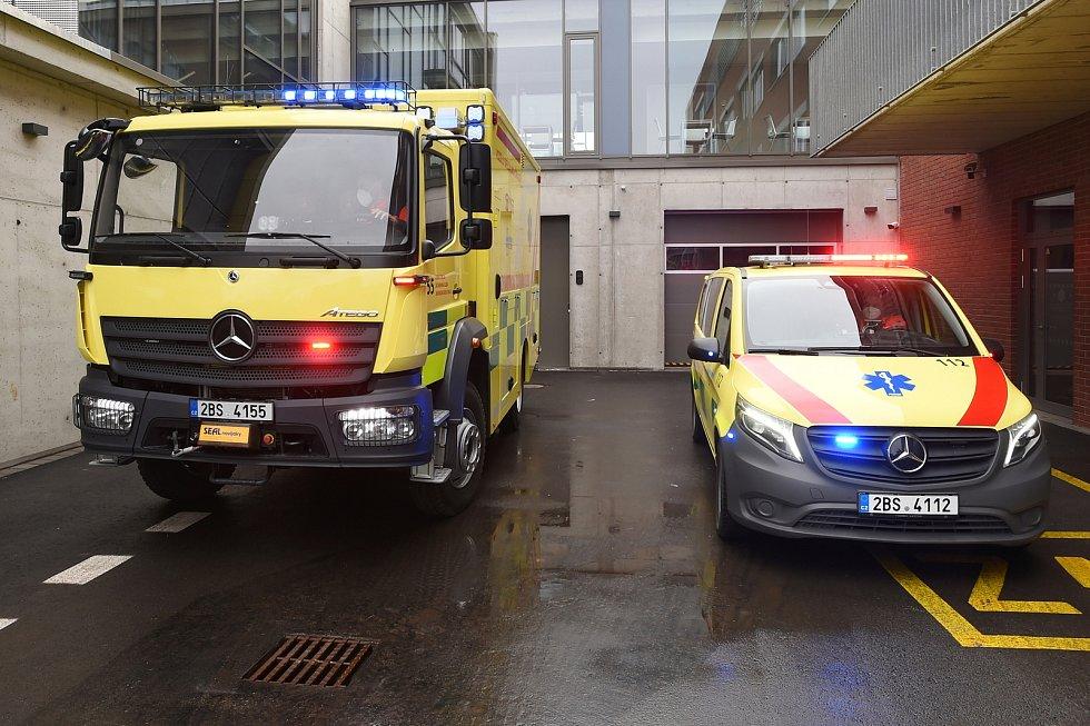 Předání dvou nových vozidel ZZS JMK.