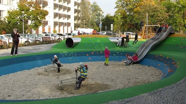 Dětské hřiště v době koronavirových omezení.
