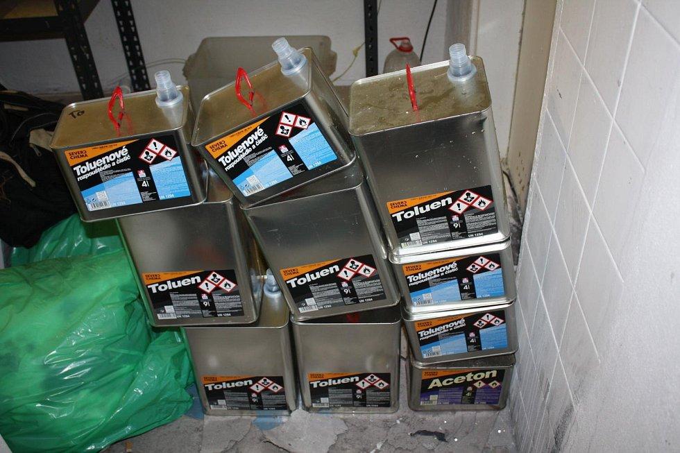 Suroviny na výrobu víc než dvou tisíc dávek pervitinu objevili jihomoravští kriminalisté začátkem září v domě v centru Brna.