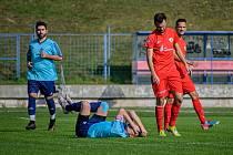 Fotbalisté Moravské Slavie (v modrém) se v tomto ročníku zatím trápí.