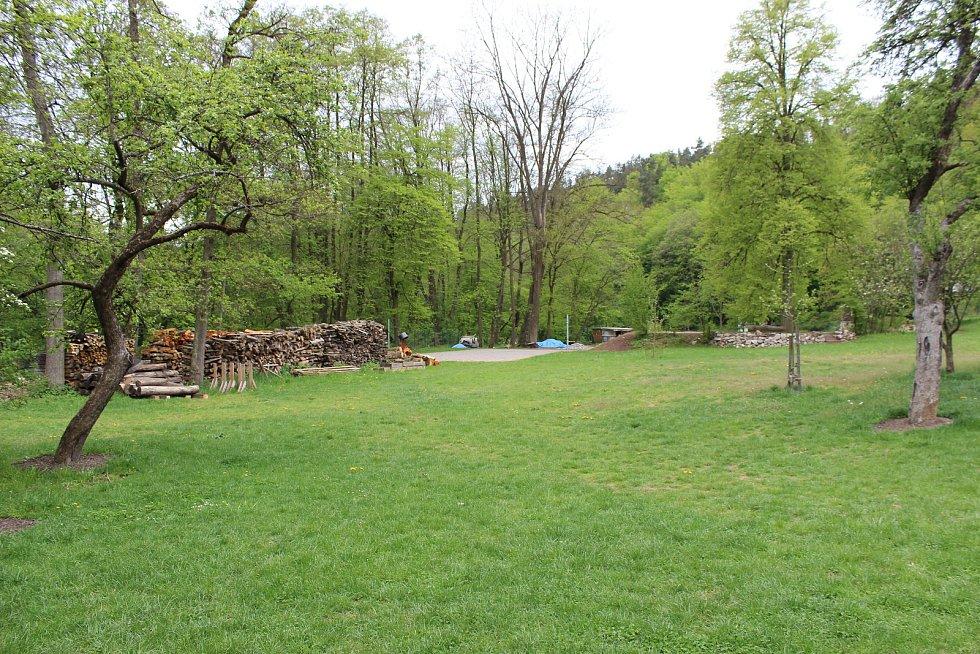 Na Kaprálově mlýně je možné přes léto i tábořit.