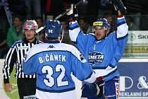 HC Kometa Brno (v modrém) vs. Rytíři Kladno.