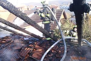 Ve Veverské Bítýšce hořela střecha rodinného domu.