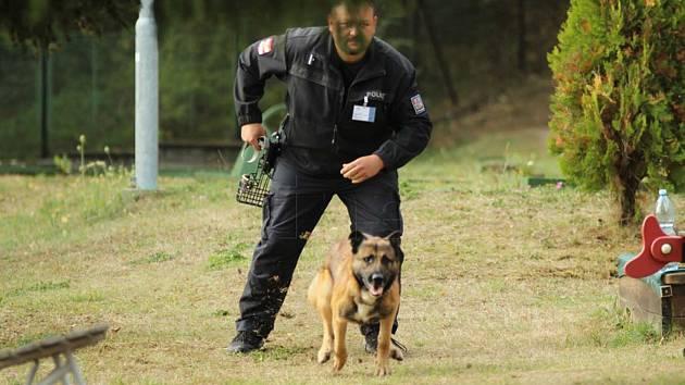 Policista Huděc se psem Kurtem