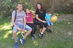 Haně Sedlákové a Jiřímu Zapletalovi onemocněly rakovinou obě děti. Pomoc v podobě biologické léčby jim poskytli teprve brněnští onkologové.