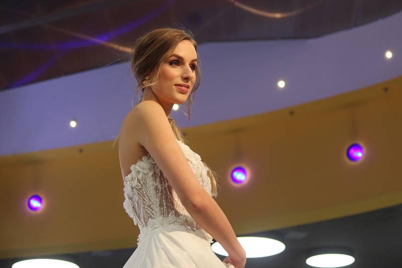 Načerpat inspiraci na svůj velký den přišly v sobotu do brněnského obchodního centra Futurum stovky budoucích nevěst a ženichů.