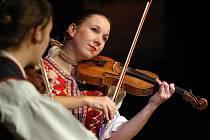 V brněnském Divadle Reduta se ve čtvrtek večer sešli členové folklorních kroužků různých národnostních menšin žijících v Brně.