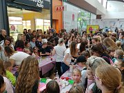 Akci Slizománie si v neděli odpoledne užily děti v brněnském nákupním centru Avion. Děti se setkaly se známou youtuberkou Terysou, proslavenou výrobou jedlých slizů, a v dílnách si pak zkusily sliz i vyrobit.