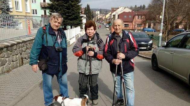 Tradičního pěšího pochodu Z Husovic do Husovic se účastnilo přes osmdesát zájemců.