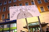 Demonstrace odborářů a hnutí ProAlt na Malinovského náměstí v Brně.