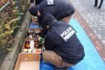 Policie a hasiči zasahují v Šámalově ulici v Brně-Židenicích, kde v jednom z bytů našli mrtvého muže a nebezpečné chemikálie.