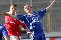 V červeném dresu je mladý brněnský fotbalista a čerstvý juniorský reprezentat Martin Kuncl