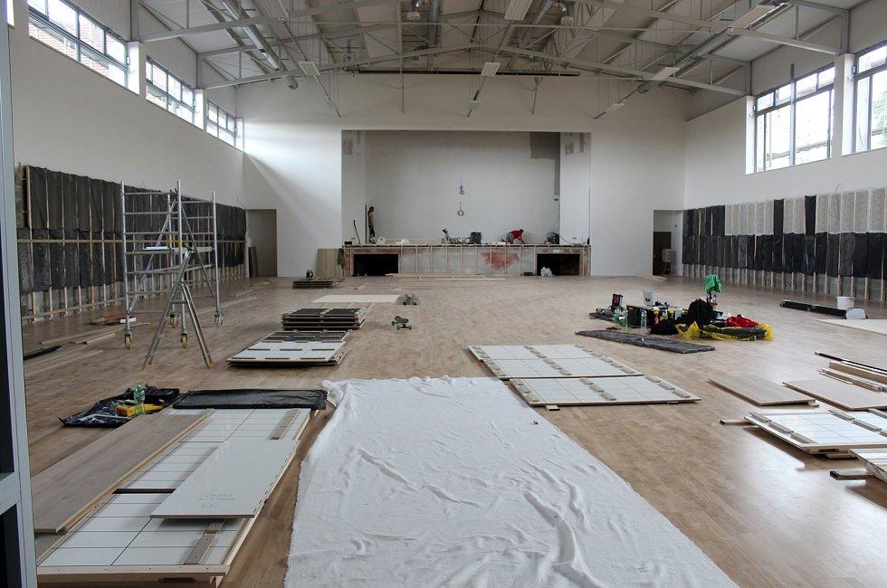 Stavba komunitního centra v Přibicích se blíží ke konci.