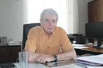 Ředitel gymnázia Jaroška Jiří Herman se zrušením povinné maturity z matematiky nesouhlasí.