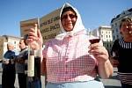 Vinaři z Kraví hory demonstrovali na Moravském náměstí v Brně.