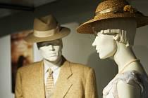 Výstava kostýmů z filmu Skleněný pokoj doprovází jeho uvedení na filmová plátna. Lidé ji navštíví v brněnské vile Tugendhat.
