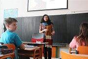 Zahraniční lektoři mají v brněnských školách představovat rozdíly mezi kulturami, přibližovat jejich jazyky a zvyky. Některým rodičům to ale vadí.