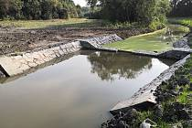 Dunávka v Rajhradicích nově zadrží více vody