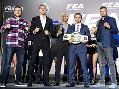Brněnský thajboxer Tomáš Hron (vpravo) dál sbírá evropské i světové tituly. O další se pokusí v sobotu večer v moldavském Kišiněvě, kde nastoupí do pyramidy organizace King of Kings.