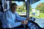 Řidič trolejbusu Miroslav Lerch slaví 50 let ve službě.