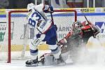 Brno 18.2.2020 - domácí HC Kometa Brno (Šimon Stránský) v bílém proti Mountfield Hradec Králové (Marek Mazanec)