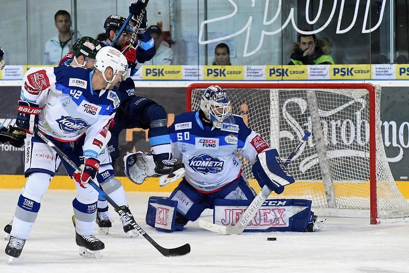 HC Kometa Brno v bílem (Michal Barinka a Karel Vejmelka) proti Bílým Tygrům Liberec