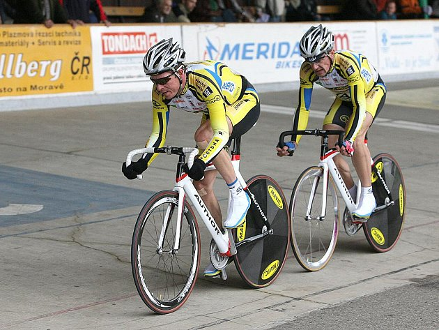 Mezinárodní bodovací závod dráhové cyklistiky - Milan Kadlec v čele.