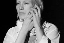 Jednatřicetiletou Helenu Dvořákovou zaměstnávají role divadelní i filmové.